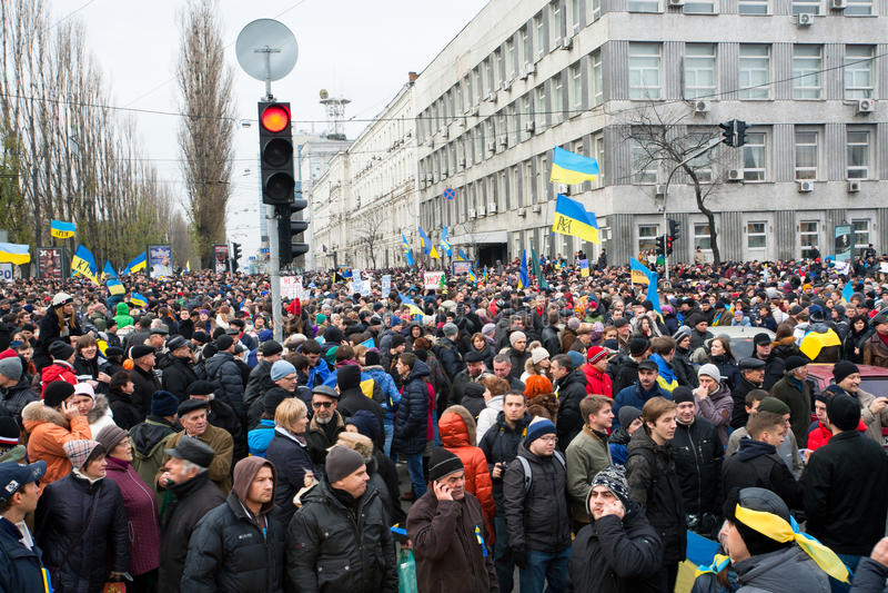 De menigte van 800.000 mensen met nationale symbolen op anti-government demonstratie verlamde verkeer tijdens het pro-Europese pro royalty-vrije stock fotografie