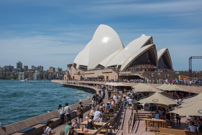 De Menigte van Sydney Opera House en van de Operabar royalty-vrije stock afbeelding