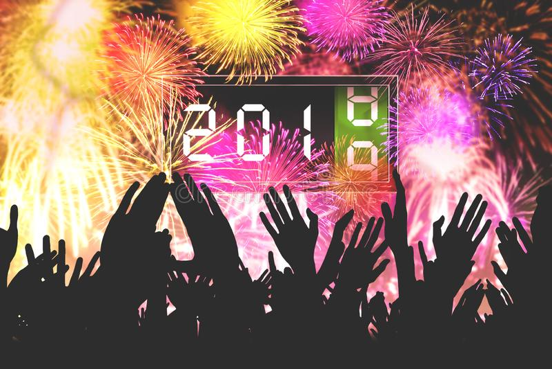 De menigtemensen vieren nieuw jaar stock fotografie