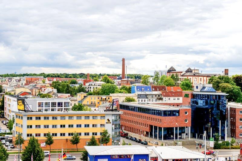 De mening de stadsluchtvaartlijn aan van Rostock, Duitsland stock foto's