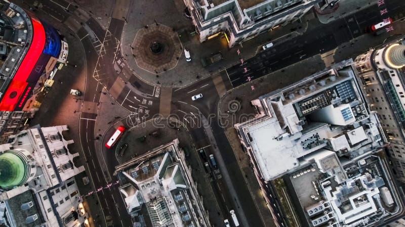 De Mening die van het vogel` s Oog over Piccadilly-Circusstraten Londen vliegen Engeland, het UK royalty-vrije stock foto's
