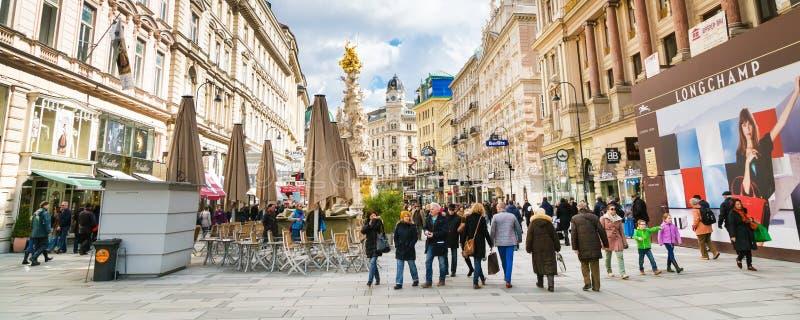 De mening en de Plaagkolom van de Grabenstraat in Wenen stock afbeelding