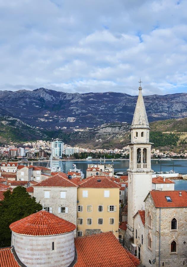De mening over het oude stadscentrum van Budva, Montenegro, het kloofje royalty-vrije stock foto
