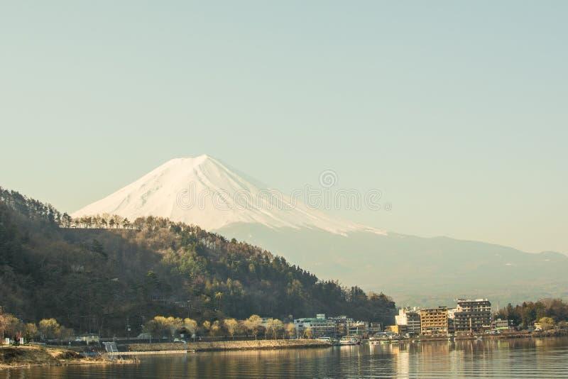 De mening van bergfuji van het meer, het symbool van Japan stock afbeeldingen