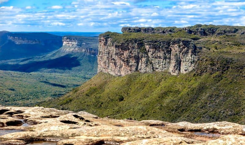 De mening van de bergketens in mirador van Morro doet Pai Inacio stock afbeeldingen