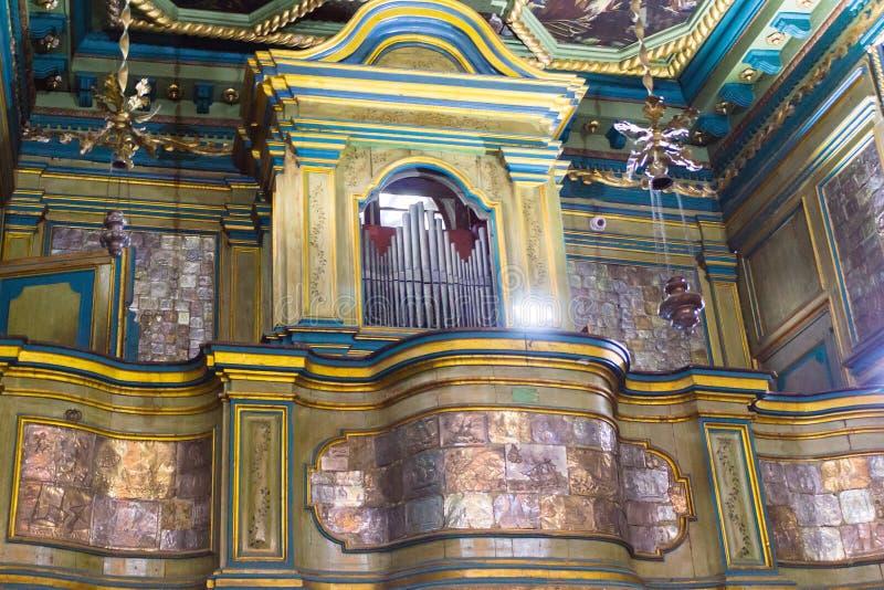 De mening van binnenland van kerk in budva royalty-vrije stock foto
