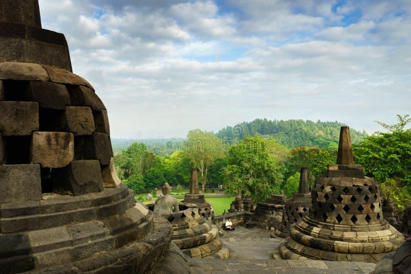De mening van de Borobudurtempel in Yogyakarta, Java, Indonesië royalty-vrije stock foto