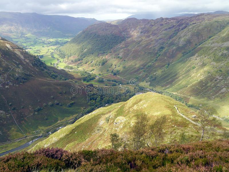 De mening van de Borrowdalevallei van Eagle Crag-gebied stock afbeelding