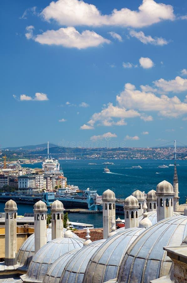 De mening van Bosphorus met de Bosphorus-brug van Sul stock afbeeldingen