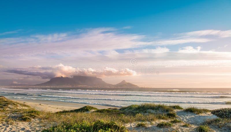 De mening van Cape Town van Bloubergstrand stock afbeelding