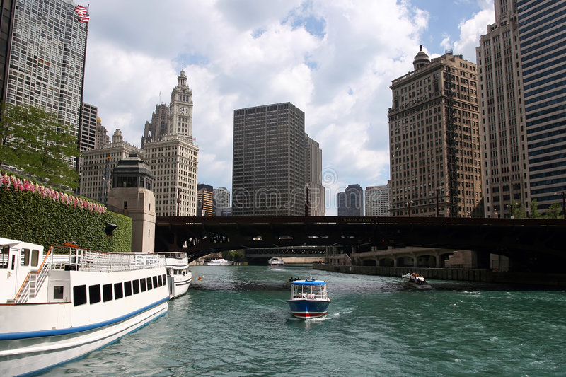 De mening van Chicago â van riverboat stock fotografie