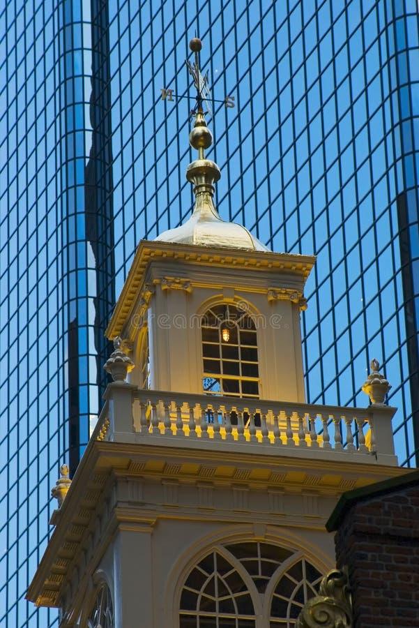 De mening van de avond over de het huisboog van het Stadhuis van Boston Oude royalty-vrije stock foto