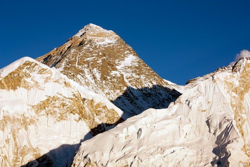 De mening van de avond van Everest van Kala Patthar - trek aan Everest basiskamp stock afbeeldingen