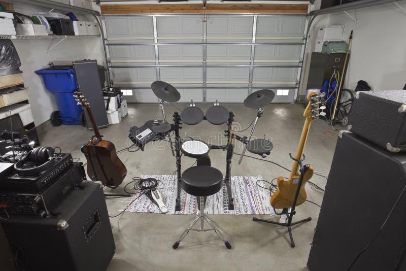 De Mening van de Coulisse van de Apparatuur van de Band van de garage stock foto