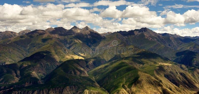 De mening van de dag van hoogland in Xiangcheng Sichuan stock afbeelding