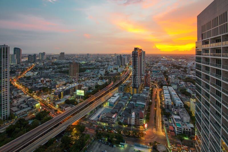De mening van de de stadsnacht van Bangkok met aardige hemel royalty-vrije stock foto