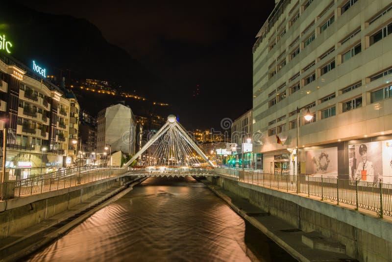 De mening van de de stadsnacht van La Vella van Andorra stock afbeeldingen