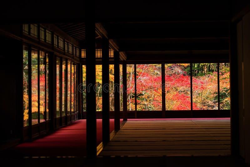 De mening van de herfstfoliages van tenju-, Kyoto royalty-vrije stock fotografie
