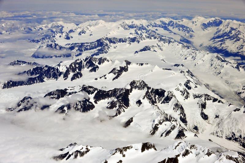De mening van de lucht van sneeuwbergen, Alaska stock fotografie