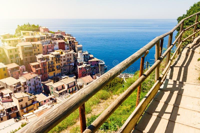 De mening van de Manarolastad in Cinque Terre royalty-vrije stock fotografie