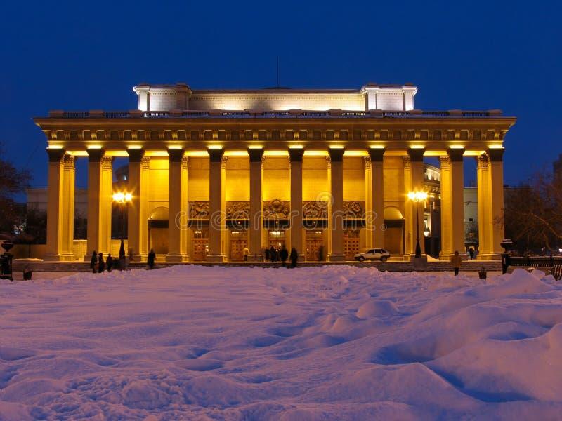 De mening van de nacht bij de bouw van het Theater royalty-vrije stock foto