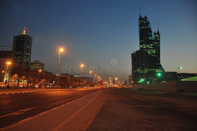 De mening van de nacht van Bahrein Manama royalty-vrije stock afbeelding