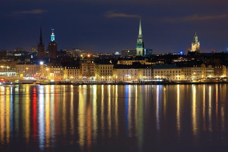 De mening van de nacht van Gamla Stan in Stockholm, Zweden royalty-vrije stock foto's
