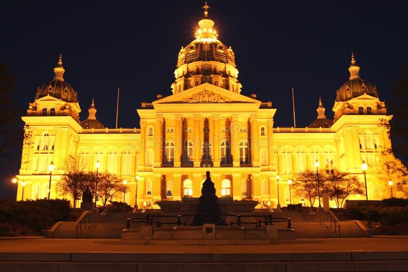 De Mening van de nacht van het Capitool van de Staat van Iowa royalty-vrije stock afbeelding