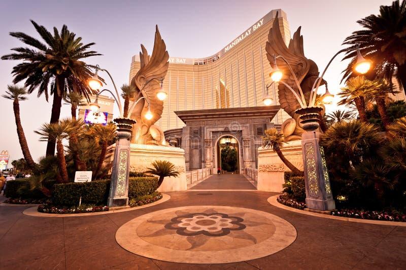 De mening van de nacht van het Hotel van de Baai van Mandalay in Las Vegas stock foto