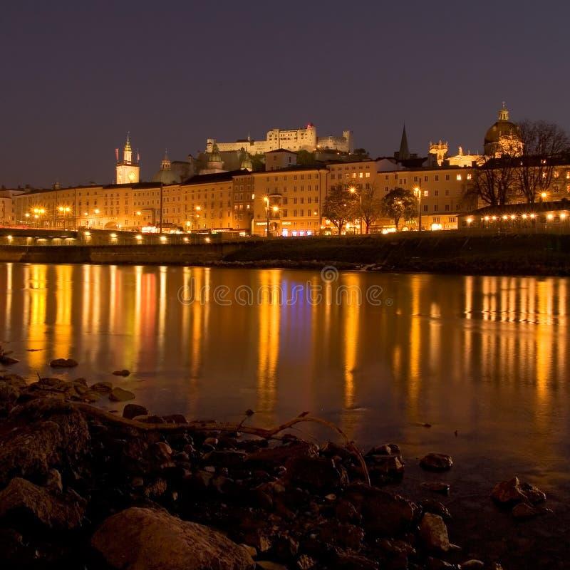De mening van de nacht van Salzburg royalty-vrije stock afbeeldingen