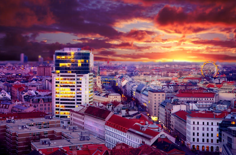 De mening van de nacht van stad Wenen stock foto