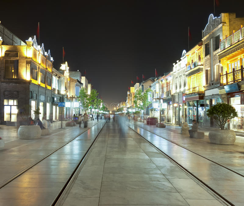 De mening van de nacht van Straat Qianmen in Peking, China royalty-vrije stock foto