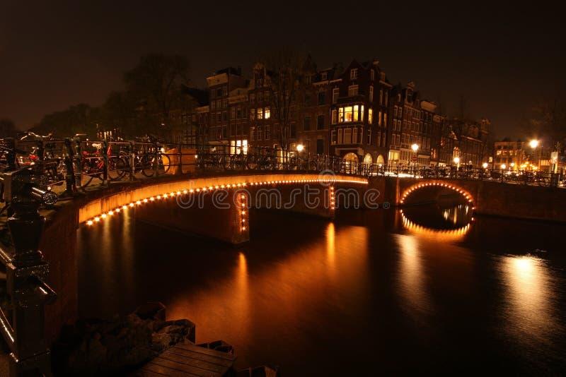 De mening van de nachtstad van Amsterdam stock afbeelding