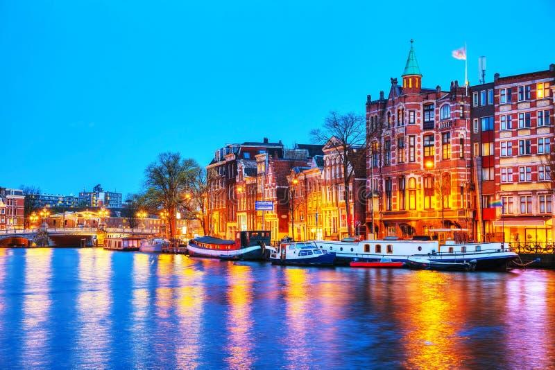 De mening van de nachtstad van Amsterdam stock fotografie