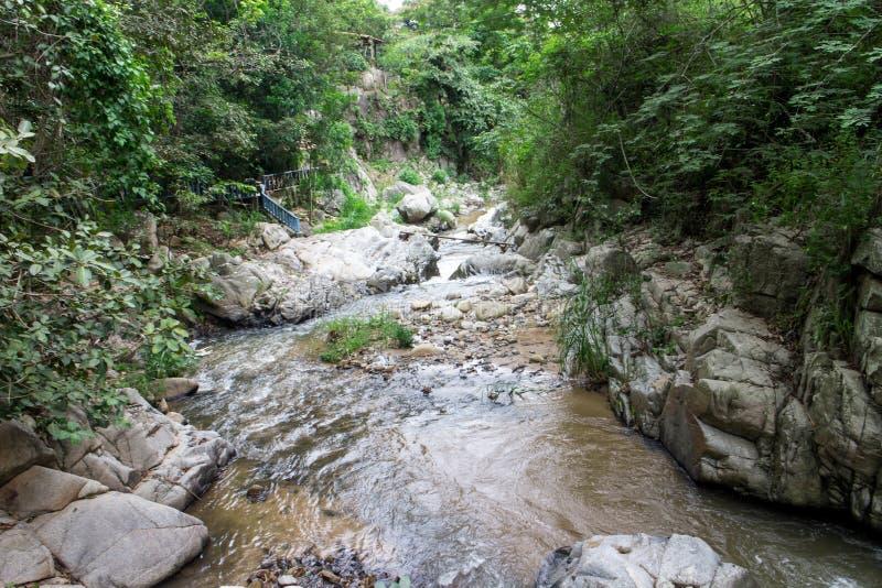 De mening van de rotsrivier van Dipilto, Nicaragua stock foto