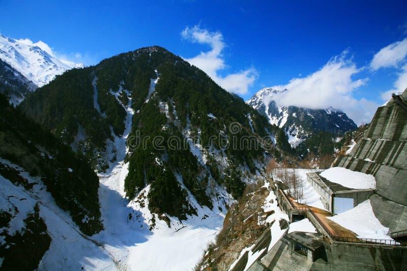 de mening van de sneeuwberg in Tateyama Alpiene Kurobe royalty-vrije stock afbeelding