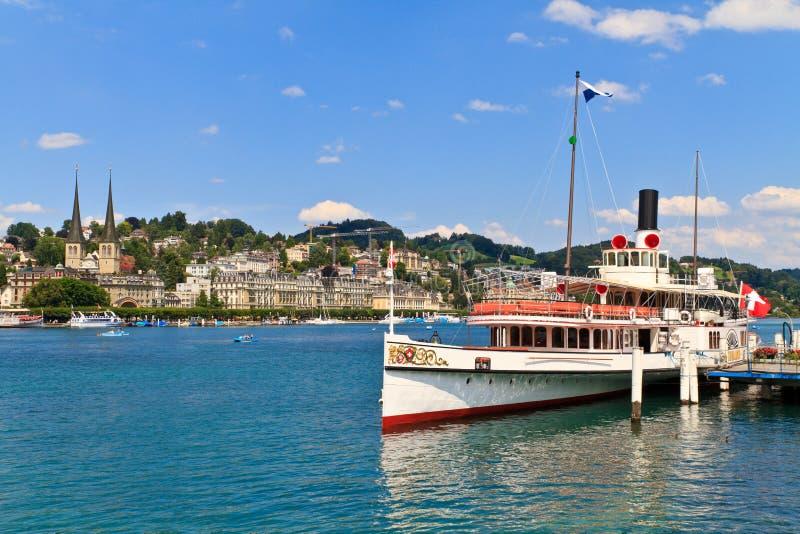 De mening van de Stad van Luzern met het Schip van de Stoom, Zwitserland royalty-vrije stock foto's