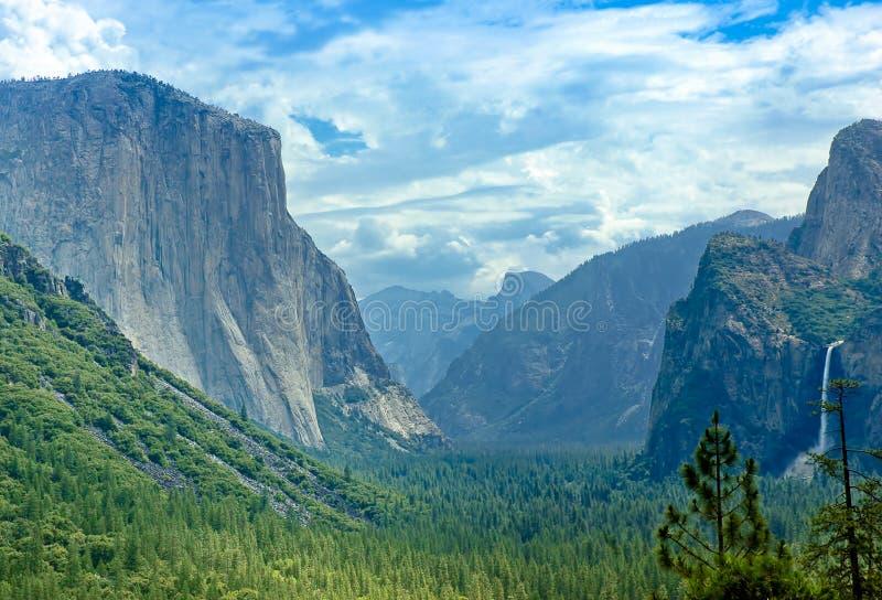De Mening van de Tunnel van de Vallei van Yosemite royalty-vrije stock afbeelding