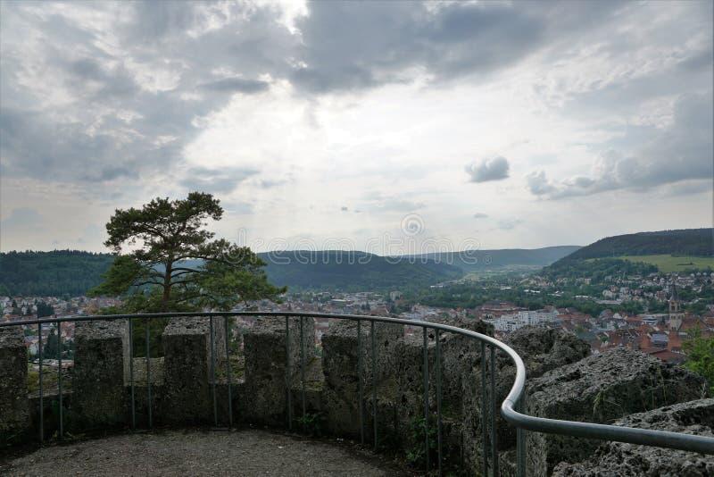 De mening van de Tuttlingenstad van de Honberg-heuvel stock foto