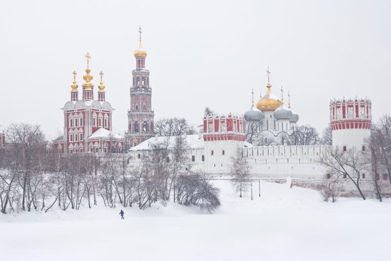 Mening van klooster Novodevichy. stock fotografie
