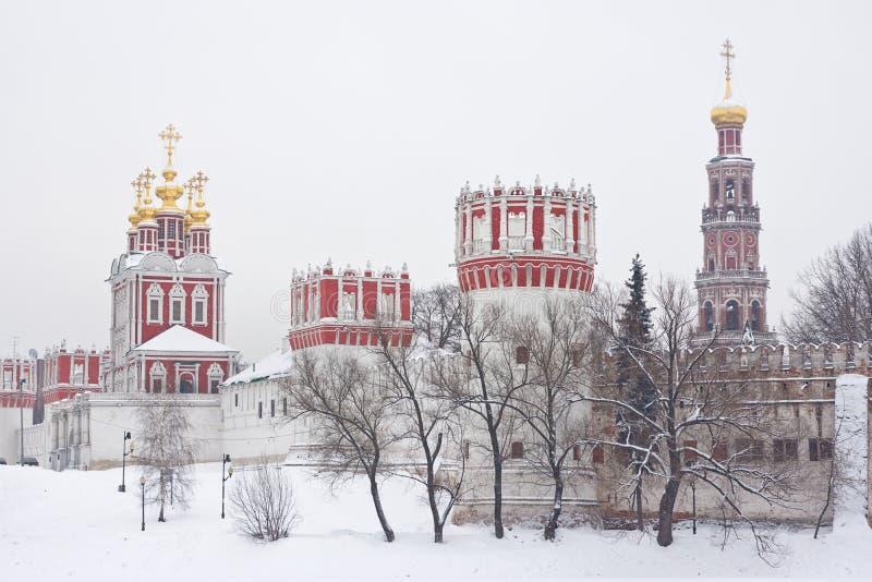 Russische orthodoxe kerken in Klooster Novodevichy stock afbeelding