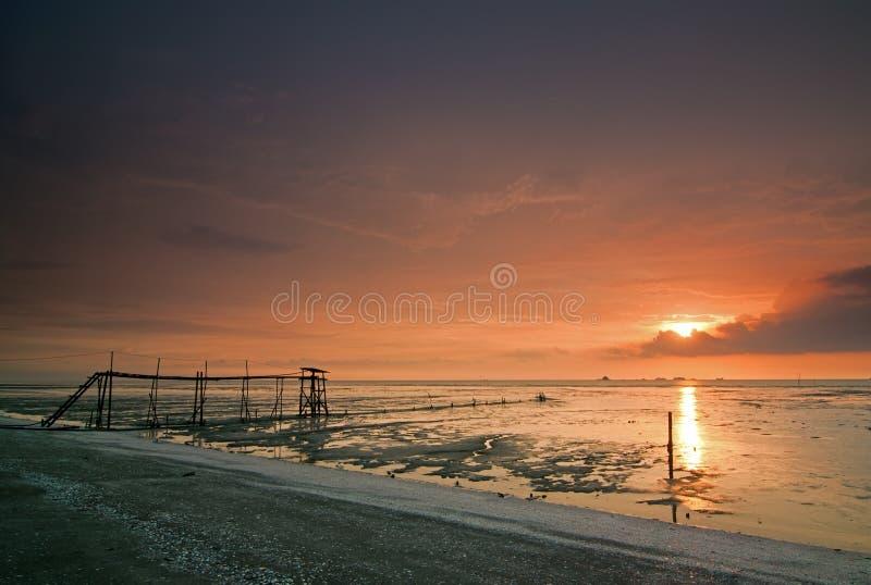 Strand bij zonsondergang royalty-vrije stock fotografie