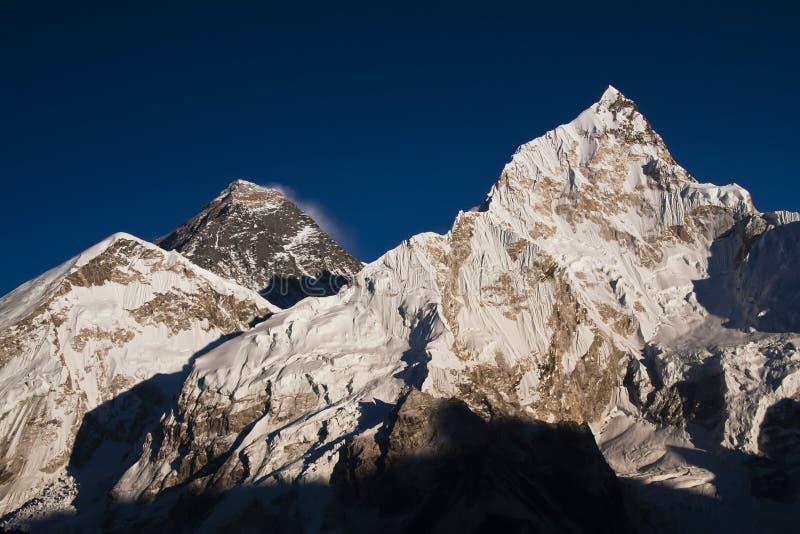 De mening van de zonsondergang van Everest van Kala Pattar. royalty-vrije stock afbeelding