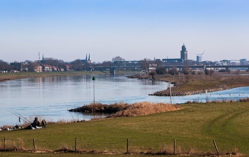 De mening van de Deventerstad bij de rivier IJssel stock afbeeldingen