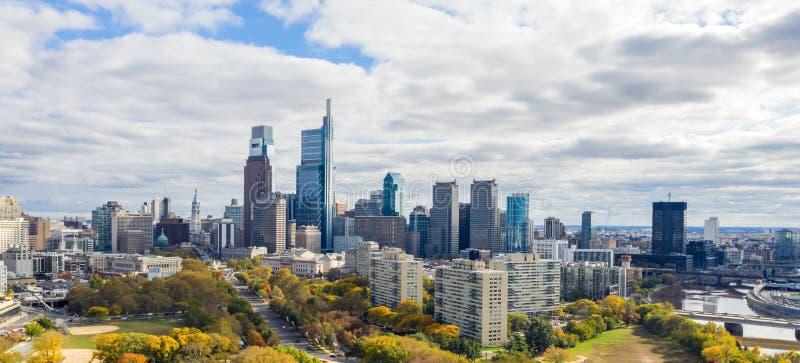 De mening van de drone op de Skyline van Philadelphia royalty-vrije stock fotografie