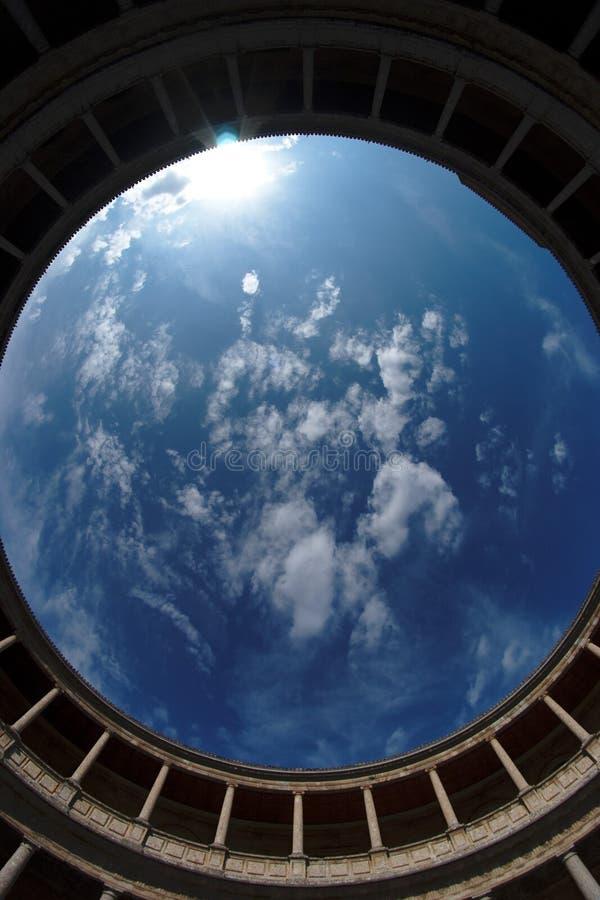 De mening van Fisheye van hemel boven Palacio DE Carlos V in G royalty-vrije stock afbeelding