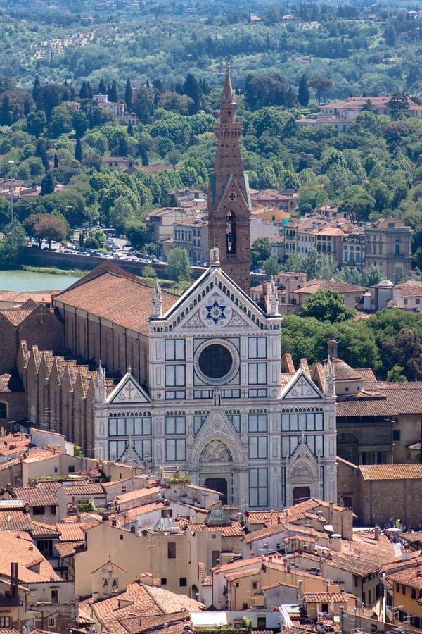 De mening van Florence met Basiliek van het Heilige Kruis stock foto's