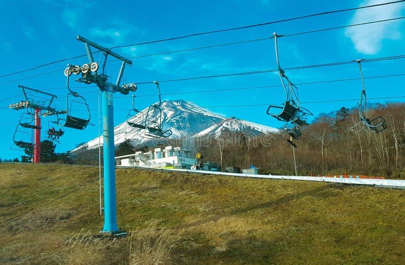 De mening van de Fujiberg door skilift van Snowtown-Yeti royalty-vrije stock foto