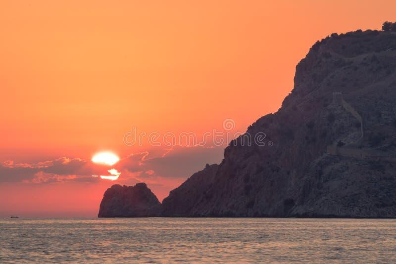 De mening van het Alanyakasteel tijdens zonsondergang royalty-vrije stock afbeelding