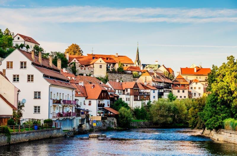 De mening van het avondzonlicht van rivier en de stad van Cesky Krumlov royalty-vrije stock afbeeldingen